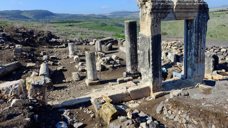 Ruinas de la sinagoga de Arvel. Foto de Avfaham Gracier.