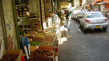 Uno de los establecimientos de la calle, donde comprar es una experiencia única. Foto cortesía de Wikimedia.