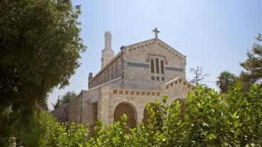 El pueblo es conocido por su humus y por su festival de música sacra..
