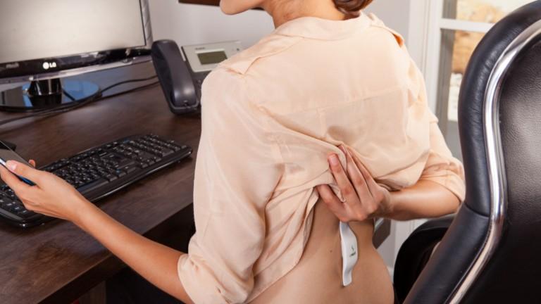 El dispositivo entrena los musculos y la mente para que el usuario se siente erguido. Foto cortesia.