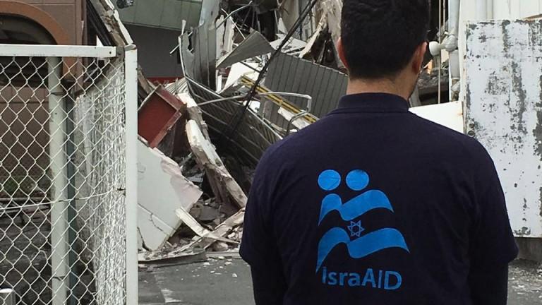 """""""La devastación no puede describirse con palabras"""", dijo Yotam Polizer, director para Asia de IsraAID. Foto vía IsraAID."""