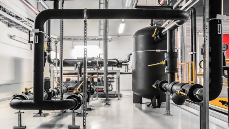 Los enfriadores industriales consumen grandes cantidades de energía. Foto vía Shutterstock.com.