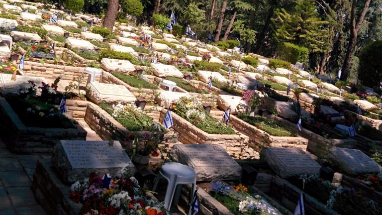 Tumbas en el cementerio militar del Monte Herzl. Foto de Abigail Klein Leichman.