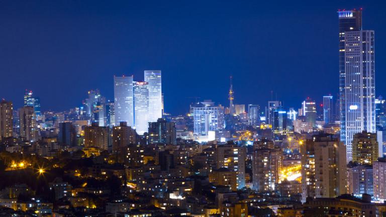 Featured: Tel Aviv de noche. Foto vía Shutterstock.com