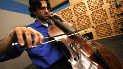 A Amit Peled le hubiera gustado que su abuelo, que era criador de pavos, estuviera vivo para verle tocar el violonchelo de Casals. Foto cortesía.