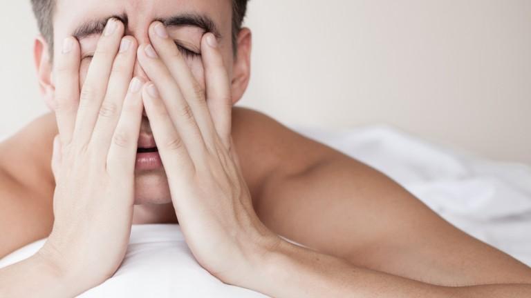 La falta de sueño o sueño insuficiente pueden tener consecuencias graves en la vida de una persona.  Foto vía shutterstock.com.