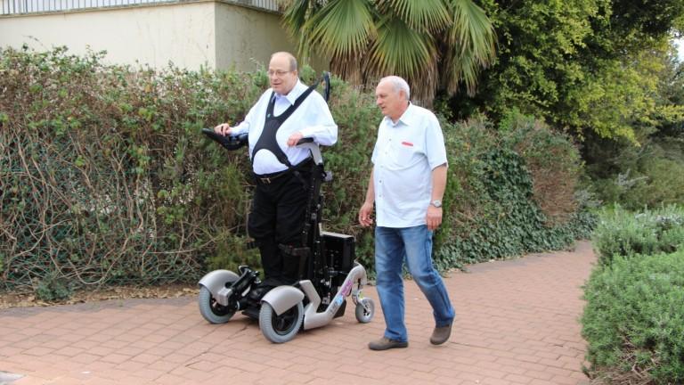 Amit Goffer, creador de UPnRIDE y ReWalk, da un paseo por primera vez desde 1997. Foto cortesía.