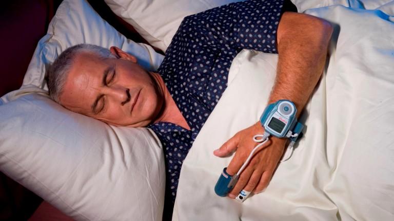 Los usuarios de WatchPAT pueden controlar la apnea del sueño desde su casa. Foto cortesía.