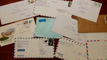 Muestras de algunas de las cartas, que vienen de varios países.