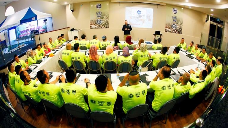 Voluntarios para la preparación para casos de desastre de ZAKA durante un curso. Foto de Joel Balinko.