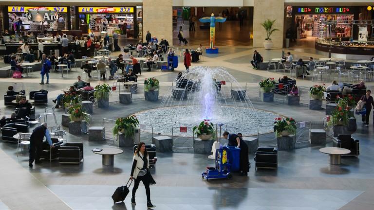 La fuente es la atracción central del Terminal 3 por su originalidad. Foto vía Shutterstock.com.