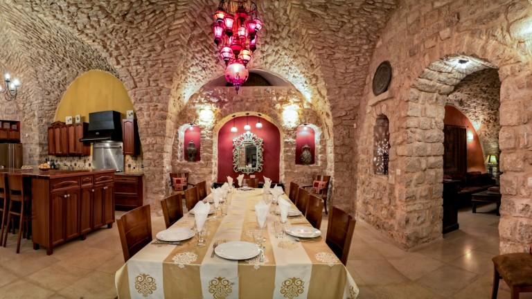 Villa Tiferet ofrece un ambiente rico en historia para estancias cortas. Foto de Jordan Polevoy.
