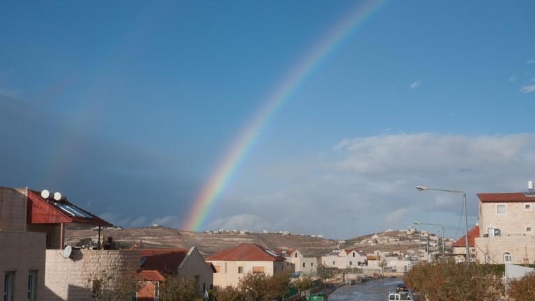 Arco iris sobre Tekoa, al sur de Jerusalén. Foto de Rebecca Kowalsky.