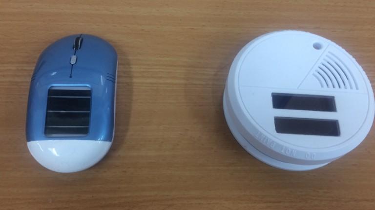 Un ratón y un detector de humo que incorporan células de 3GSolar. Foto cortesía.