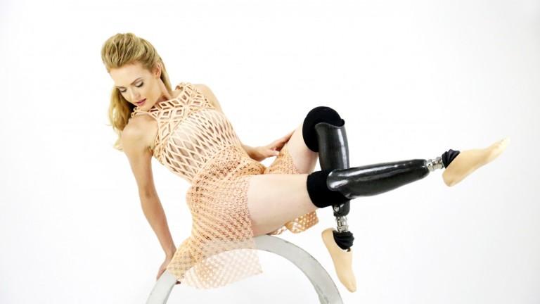 Amy Purdy bailó con un vestido de diseño israelí impreso en 3D en los Juegos Paralímpicos de Río. Foto de Danit Peleg.