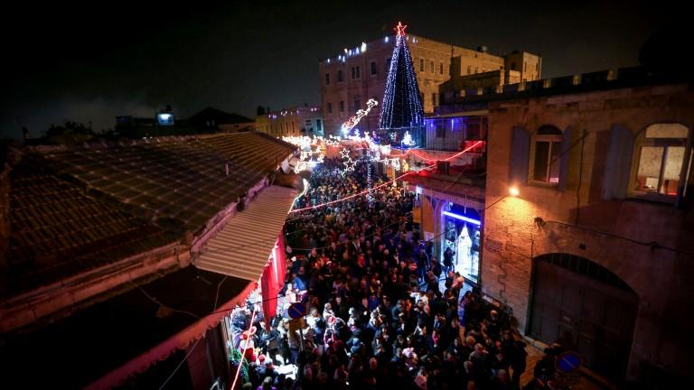 La Ciudad Vieja atrae multitudes de todas partes durante las festividades. Foto Flash 90.