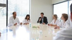 Frutarom Industries tiene centros de producción y desarrollo en varios países. En la foto, uno de los salones de pruebas. Foto cortesía.