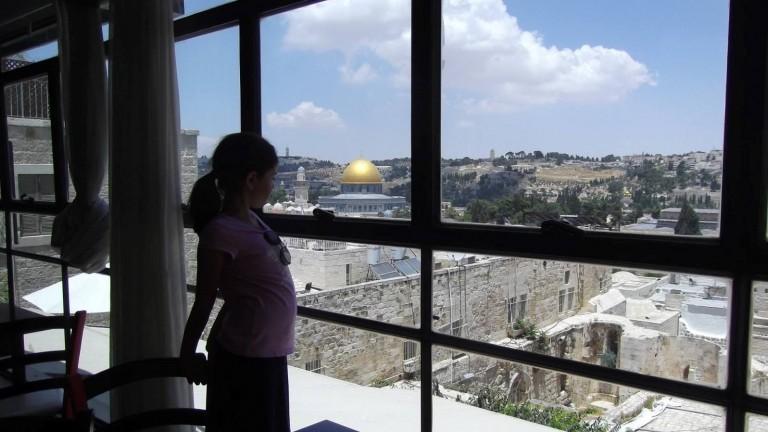 Desde el restaurante se pueden ver el Domo de la Roca el Muro de los Lamentos. Foto de Sharona Liman/Sites y Hikes.