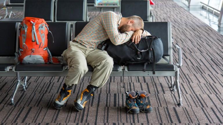 El cambio de hora al viajar por avión tiene efectos en el cuerpo.  Foto de Alex Brylov/Shutterstock.com.