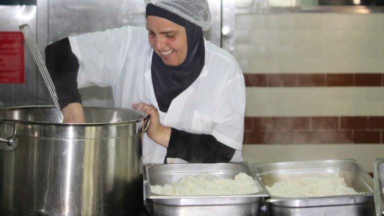 Cooking Coexistence tiene tres fines: empleo, nutrición y coexistencia. Cortesía de Dualis Social Investment Fund.