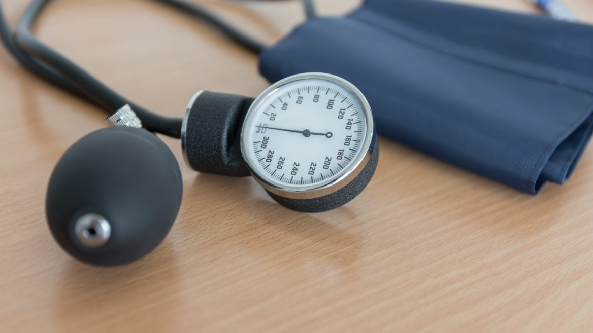 ¿Cuántos estadounidenses tienen presión arterial alta?