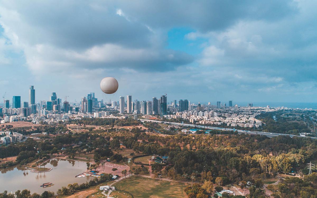 Vista de pájaro del parque Yarkon y del horizonte de Tel Aviv. Foto: Eyal Asaf