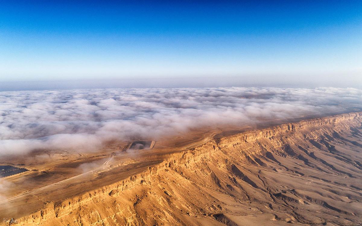 Las nubes permanecen sobre Mitzpé Ramon en el desierto del Néguev en el sur de Israel. Foto: Eyal Asaf